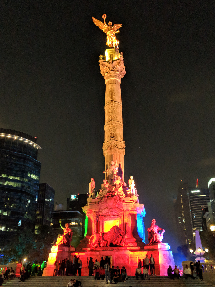The Angel of Independence in Mexico City lit up at night