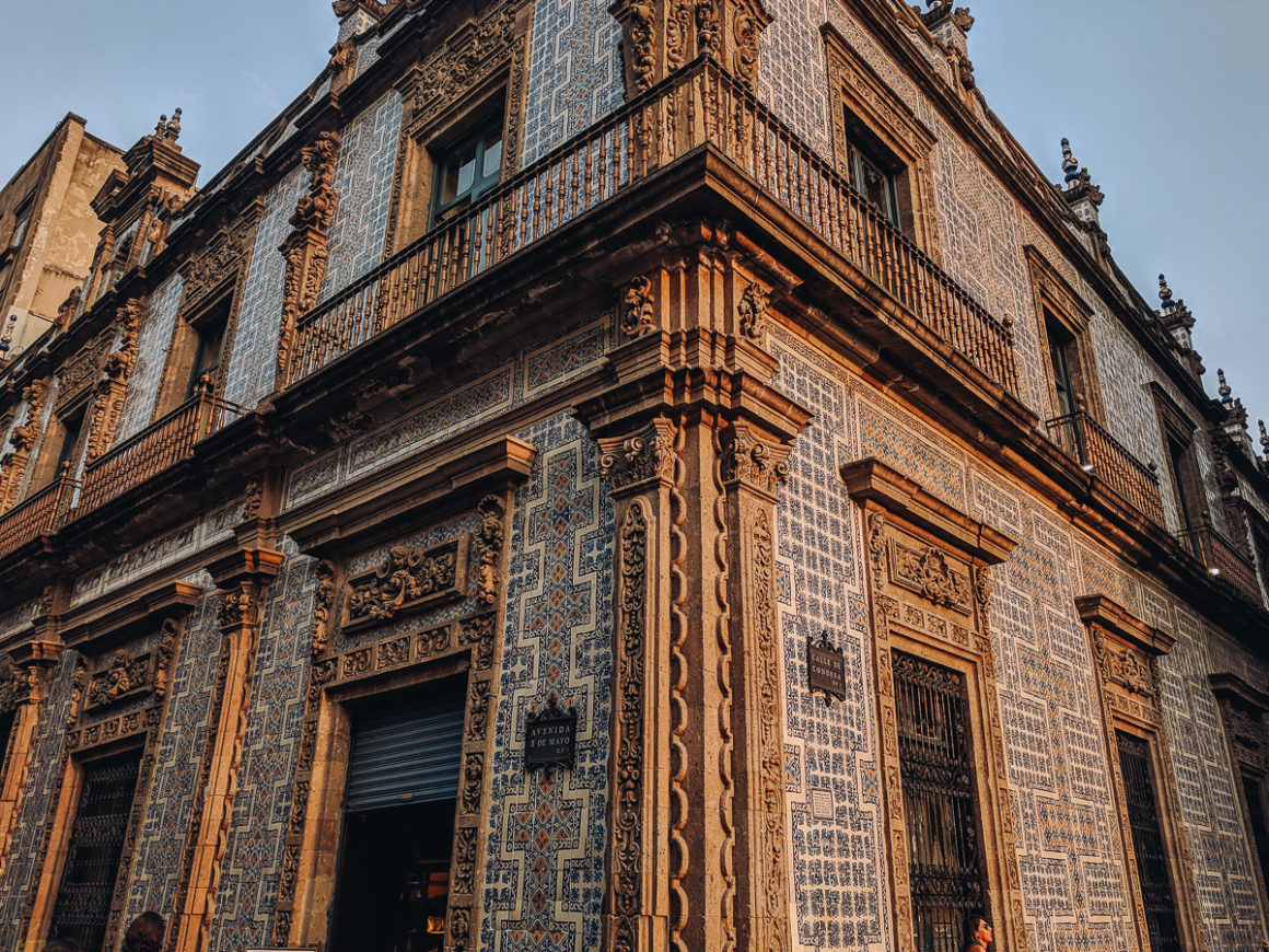 La Casa de Azulejos. One of the best things to do in Mexico City